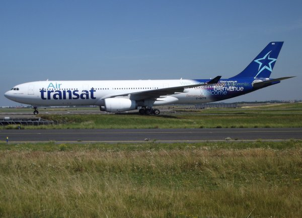 Airbus A330-243 US Airways (US) + Airbus A330-343 Air Transat (TS)