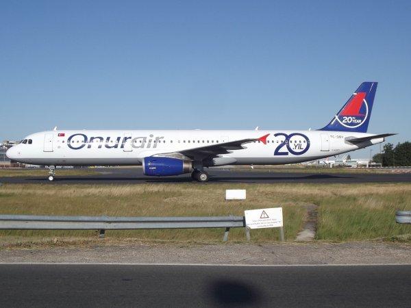 Airbus A321-231 Onurair (8Q)