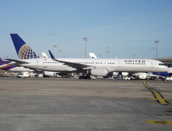 Boeing 757-224(W) United Airlines (UA)