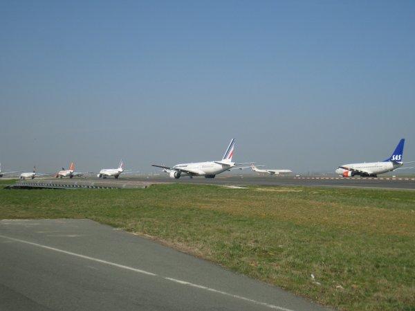 Boeing 737-400 SAS, Boeing 777-200LR Air France, Airbus A320-211 Air France, Airbus A319-111 Easy-Jet + Lufthansa, Airbus A330-243 Etihad