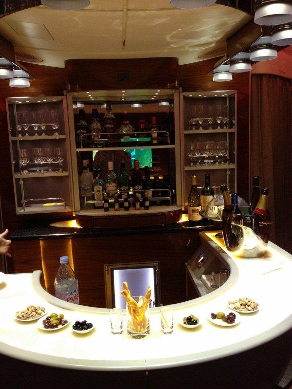 Airbus A380-841 Emirates Bar