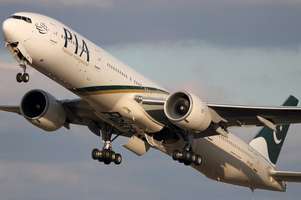 Boeing 777-328/ER PIA - Pakistan International Airlines