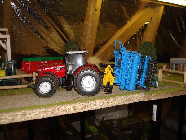 ensemble mf 8690 8 roues avec combiné agrisem combiplow36 et solitair9