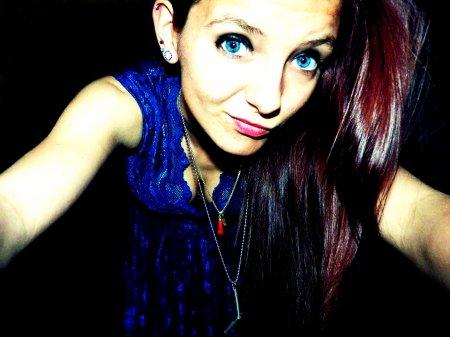 Les gens croient poursuivre les étoiles mais ils finissent comme des poissons rouge dans un bocal.  - IT'S NOT OVER.