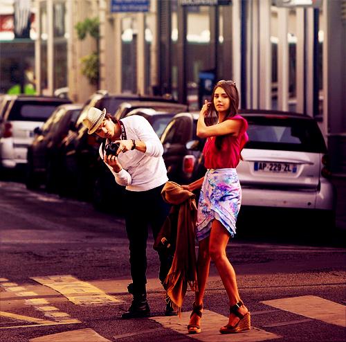 « J'aimerais qu'on se marie. Tu veux bien qu'on se marie ? Dans la rue là, tout de suite, je me suis rendu compte que j'étais heureux. Ma vie ne sera jamais plus belle ni plus douce qu'avec toi. Je me sens bien... Je t'aime à la folie. Epouse-moi. Je veux être avec toi, c'est la vie que je veux vivre. *Il jette son téléphone dans l'eau.* Epouse-moi ! *il jette sa montre dans l'eau* Epouse-moi Sara ! (...) Ça sera Novembre tous les mois Sara. Et je t'aimerais tous les jours. C'est notre mois, alors jamais il ne doit finir. Je te jure de renoncer à maîtriser le cours de la vie, la tienne ou la mienne. J'aurais une seule raison de vivre, une unique raison : t'aimer et faire ton bonheur. C'est toi qui m'as appris à vivre dans le présent. Novembre sera éternel, et je ne veux rien connaître d'autre. »