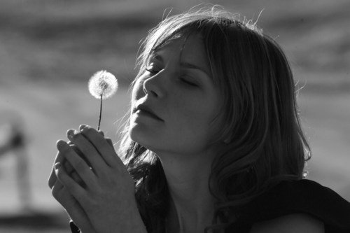 Ton absence a occupé ma vie à trop se révéler dans l'effort insensé de vouloir t'oublier