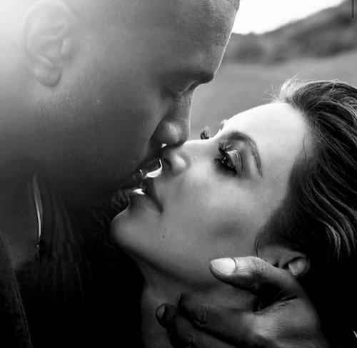 L'amour, avait-elle énoncé pendant qu'il se faisait un café, c'est quand deux personnes s'aiment, qu'elle sont capables de vivre chacune de leur côté mais qu'elles décident de vivre ensemble. C'est notre histoire.