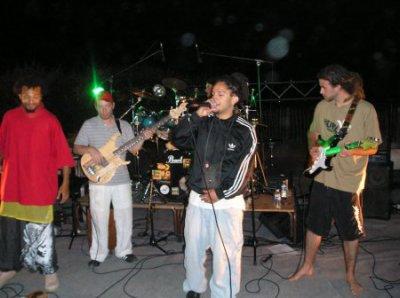 """Rastamytho en concert , dancé & encore dancé a """" O pire festival """" cté vraiment trop bien =) ,, Se groupe est peut etre pas connu mais il mes vraiment de l'ambiance par rapport a d'autre groupe de reggae plus connu que jai vu ! ;D"""