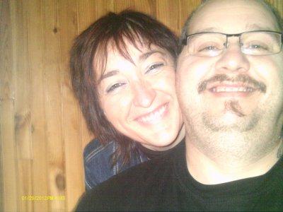 nous sommes trés heureux en amour et aussi une bonne année 2012 a tout mes amis de skyrock