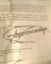 Voici l'autographe de l'ex president de la republique de la côte d'ivoire laurent gbagbo