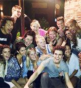 L'acteur de The Vampire Diaries, Paul Wesley fêtait hier soir son anniversaire avec Nina Dobrev, l'ex de Ian Somerhalder. L'acteur a posté des photos de la soirée sur Instagram et s'affiche très stylé en T-shirt gris. Décryptage du look de Paul Wesley.