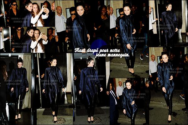 - 26/06/15 : Tard dans la soirée, Kendi' Jenner a été vue quittant le « Kinu Restaurant », qui se trouve à - Paris.   La mannequin portait une tenue avec sa couleur de prédilection : le noir ! Elle portait un top drapé, je trouve que ça rend vraiment bien, un top. -