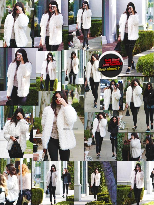 03/01/16 - Kendall Jenn', et une amie, allant chercher un café dans une enseigne spécialisée, à L.A. !  Portant une fourrure de sa propre collection, la jeune paraissait en forme. La voilà bien partie, pour aborder cette année, en toute sérénité ..