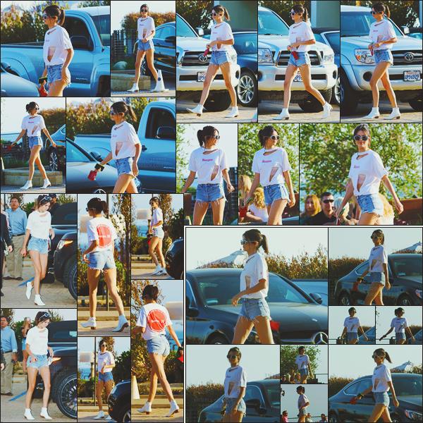 - -• 28/08/16-' : La belle Kendall Jenner arrivait au restaurant japonais « Nobu » avec des amis dans Malibu, en Californie !    Kendall a opté pour un look décontracté pour cette sortie entre amis. Le soir, elle a été aperçue en quittant le restaurant Madeo cette fois-ci. Un top ? -