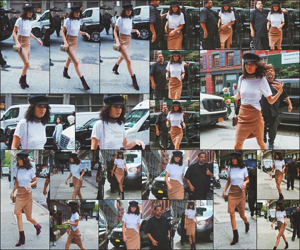 - -• 07/09/16-' : Dans un look totalement ravissant, la belle brune Kendall Jenner se promenait dans le rues de New York !    Entre événements et sorties, Kendall Jenner n'échappe pas au radar des photographes qui sont pratiquement partout ! Coup de c½ur pour la tenue. -