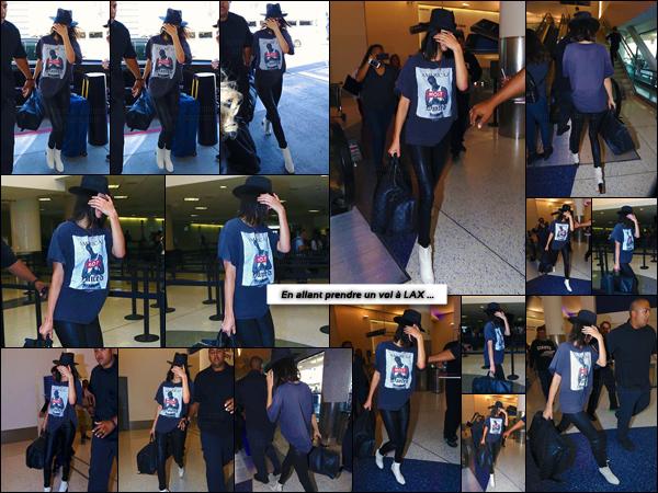 - ''29.04.17'-''─''Kendall Jenner arrivait à l'aéroport international « LAX » pour y prendre un vol à Los Angeles (CA) ![/s#00000ize]C'est vêtue tout de noir, dont le t-shirt à l'effigie du regretté rappeur Tupac, que la belle mannequin allait prendre un vol en direction encore inconnue. -