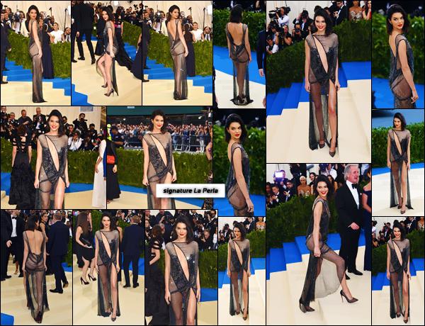 - ''01.05.17'-''─''Kendall Jenner prenait la pose lors « MET Gala » au Metropolitan Museum of Art dans New York ![/s#00000ize]C'est dans une tenue assez audacieuse, signée La Perla, que Kendall s'est présentée sur le tapis rouge. Une tenue qui ne fait pas trop l'unanimité ... -