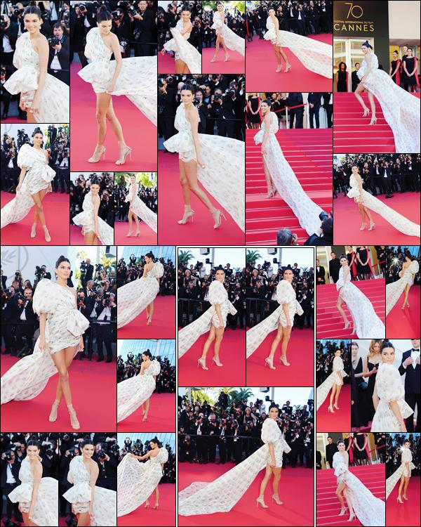 - ''20.05.17'-''─''Miss Kendall Jenner était à l'avant-première du film « 120 battements par minute » à Cannes ![/s#00000ize]Premier tapis rouge officiel du festival pour notre belle mannequin américaine. Une robe à tout le moins assez spéciale et qui me rend assez mitigée... -