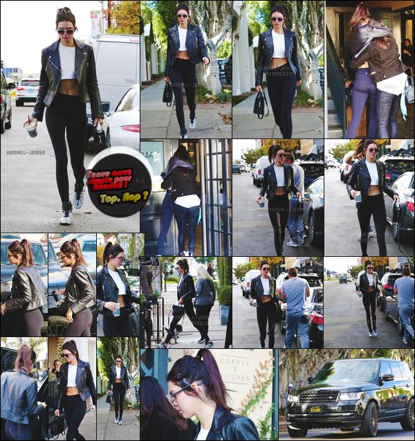 04/01/16 - Ken' accompagnée d'une amie, allant chercher un café, et se rendant au studio Van Nuys !   Style décontracté, pour la jeune femme ... qui semble, très très heureuse de retrouver son amie, dans les rues, de Los Angeles, Californie !