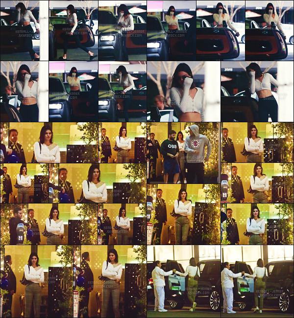 .  29/10/17 - Kendall Jenner a été aperçue sortant du médecin de la peau  pour une routine à L.A top ou flop ?Le soir même, Kendall change de pantalon pour rejoindre  son petit-ami basketteur - diner en amoureux et misant sur ces adidas - TOP.  .