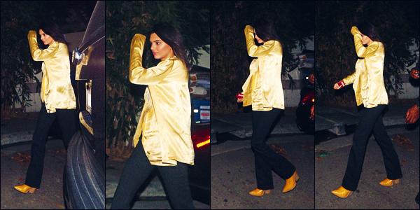 .  15/10/18 - Kendall a été photographiée, seule, alors qu'elle quittait  « The Nice Guy » à Hollywood !  | Top ou Flop ? + C'est donc dans une tenue qui ne me plait pas vraiment, que K. nous offre ces clichés. Une veste or et un pantalon noir..   •• Je donne un petit bof.   .