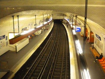 """STATION """"PALAIS ROYAL-MUSEE DU LOUVRE"""" LIGNE 7"""