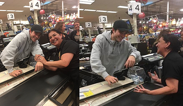 .07.11.16 | Robert et une fan caissière d'un supermarché à Los Angeles ! C'est avec un grand sourire qu'on retrouve Robert posant avec une fan qui l'a reconnu lorsqu'il est passé à sa caisse. Le jeune semblait heureux de discuter et poser avec elle, ce qui n'est pas forcément commun. C'est donc un vrai régal pour nous que de vois ces images :) .