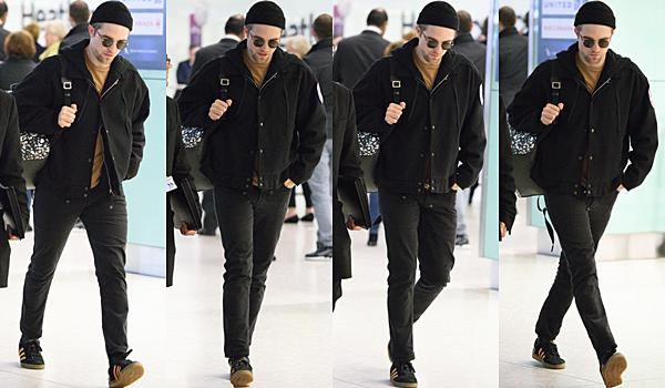 .16.12.16 | Robert quittant l'aéroport Heathrow à Londres ! C'est seul et tout de noir vêtu que Robert a atterri à Londres. Malheureusement, on a pas eu le droit à un seul sourire jusqu'à son entrée dans le taxi.. .