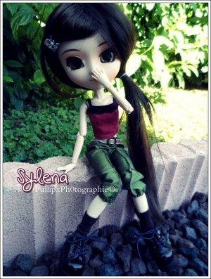 ______Je pourrais la regarder pendant des heures entières, sans me lasser de sa beauté de poupée :$           Ma Première Pullip ♥         W E N D Y___________