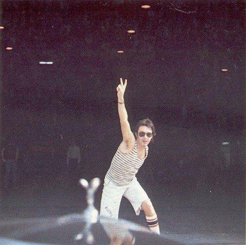 Paul! (Magnifiques chaussettes par ailleurs.)
