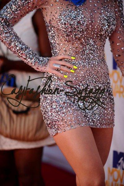- J'aurais Bien mise cette robe avec ces talon :D ! So Beautifuls ?