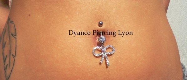 http://www.dyancopiercinglyon.fr/#!piercing-nombril-fantaisie/c1brc