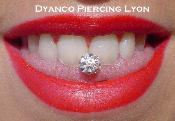 Piercing langue boule cristal