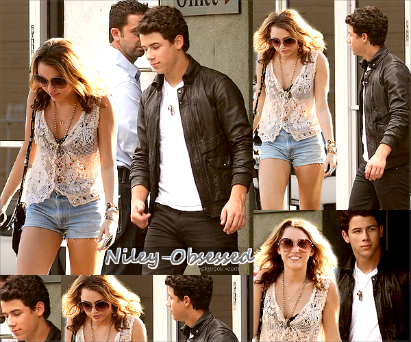 ` > Niley World : Le beau couple Niley faisant du shopping le 2 / 10 / 2010.