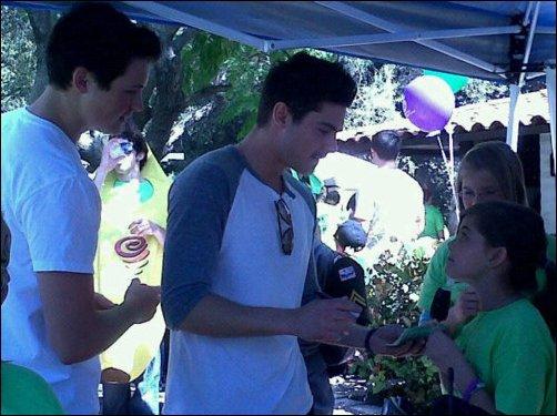 "Zac qui se rend au ""Walk for Autism "" à San Luis Obispo"
