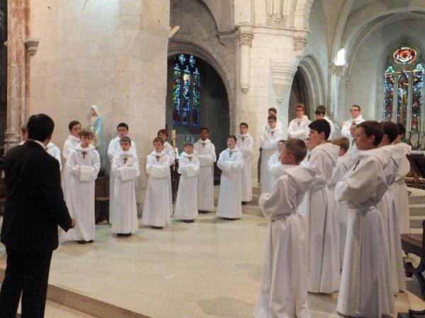Pont-Audemer : les Petits chanteurs à la croix de bois ont chanté en l'église Saint-Ouen devant 200 personnes