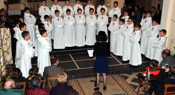 Le Nouvion-en-Thiérache : grande prestation des Petits chanteurs à la croix de bois