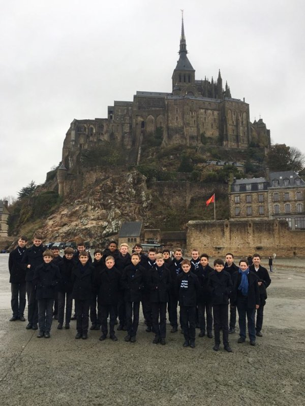 Le Ch½ur à Voix Mixtes était, aujourd'hui, en visite au Mont-st-Michel !