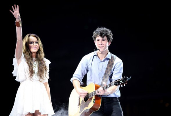 Miley au concert des Jonas Brothers à Dallas - Le 20 Juin 2009