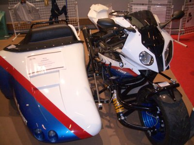 La bmw s1000rr en cide car au sallon de la moto..
