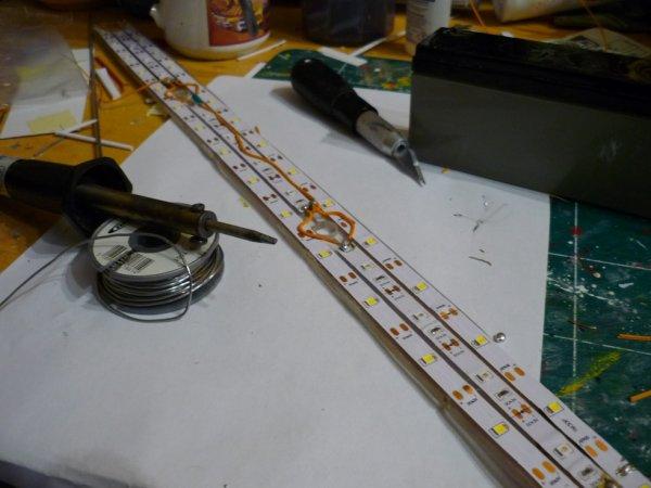 un peu d electricité entre 2 finition de la barre d'eclairage superieure avec 2 possibilités d'eclairage