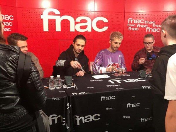 Dédicace du groupe a Paris Fnac St Lazare (20.03.2017)