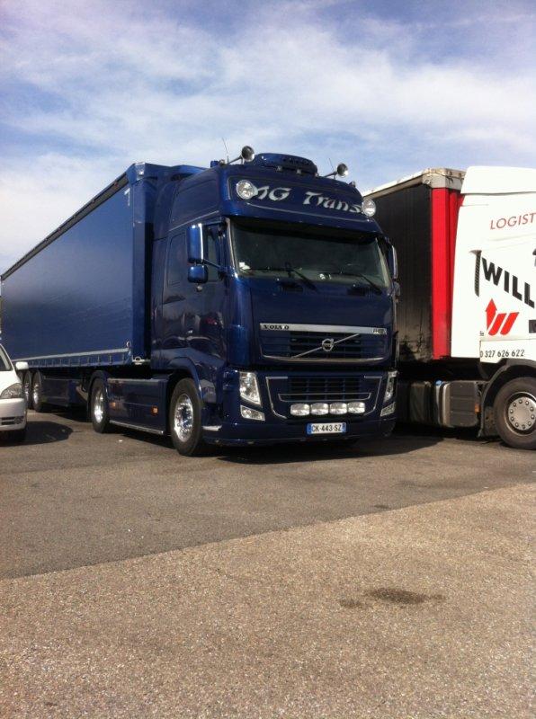 Joli Volvo vue à l'aire du pays du Gier