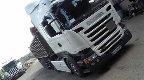 Nouveau camion attelé avec la BENNEALU
