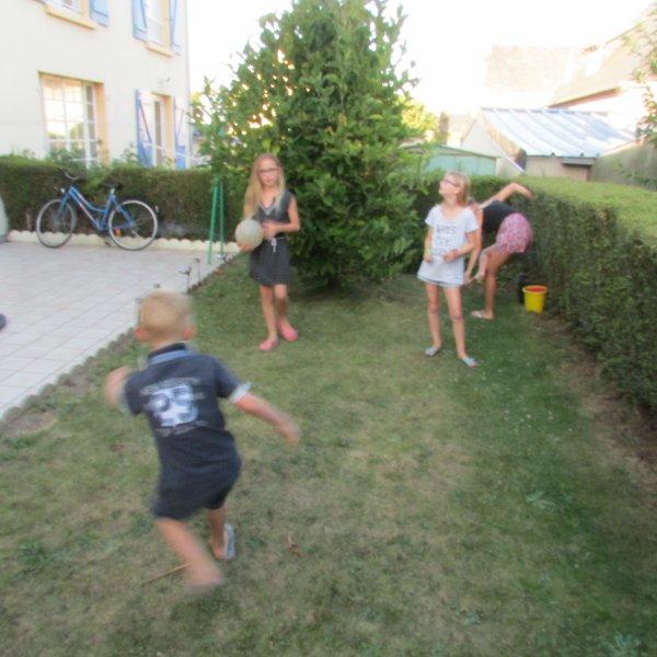 Apéro puis foot avec les cousines ! Génial