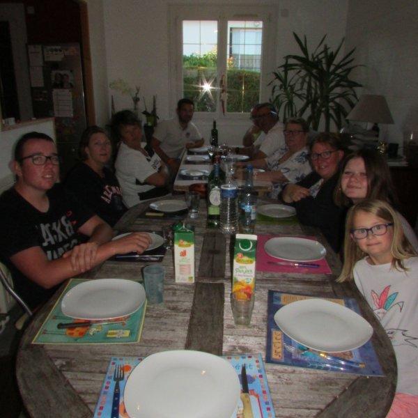 40 ans de papa...toute la famille Lebatteur (de mêche avec maman) lui a fait la surprise de venir manger