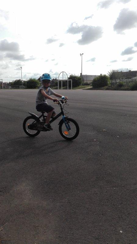 On a fini la journée par un peu de vélo et trottinette !