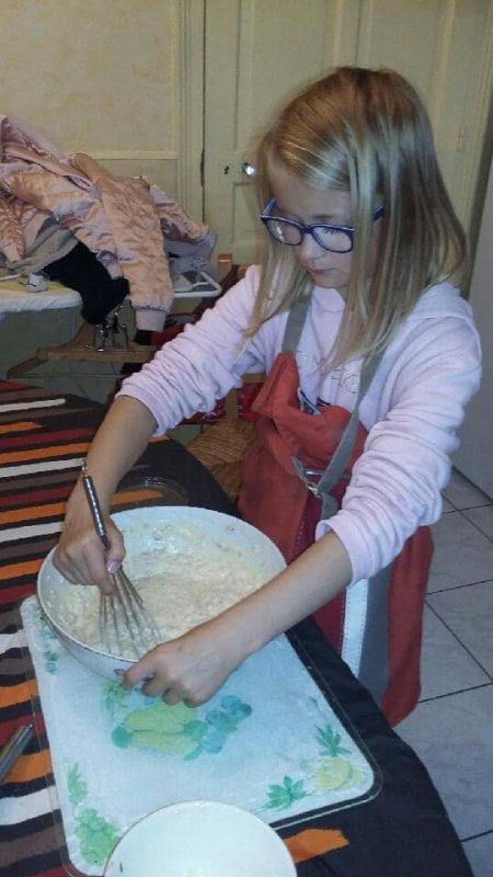 Pendant ce temps...Méline cuisine pour l'apéro du 6 octobre à St Lo (on va congeler hi hi vous inquiètez pas)