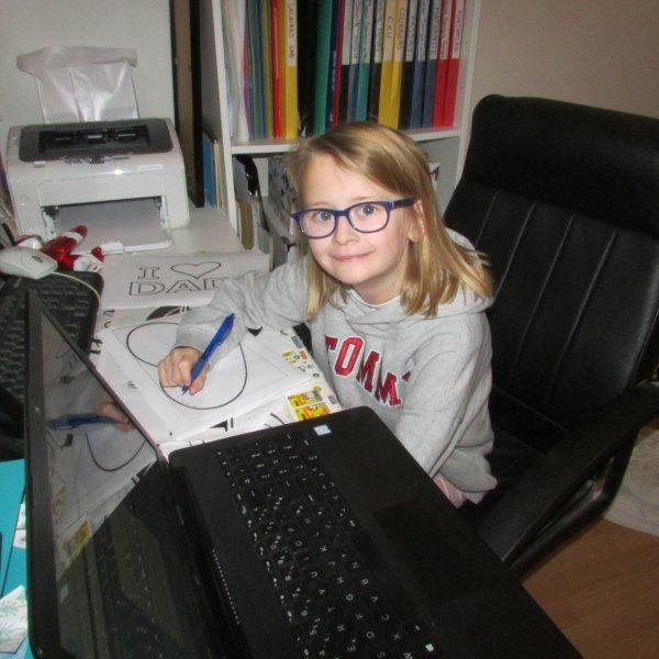Méline joue à la secrétaire