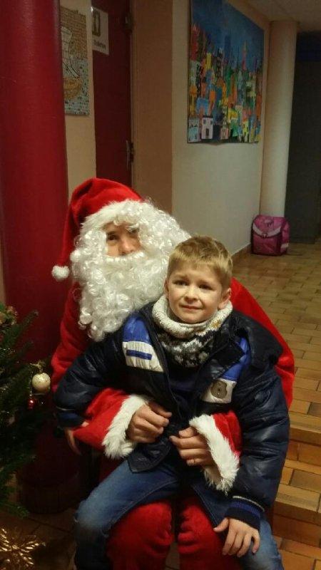 Ce matin à l'école, célébration, père-Noël et marché de Noël.